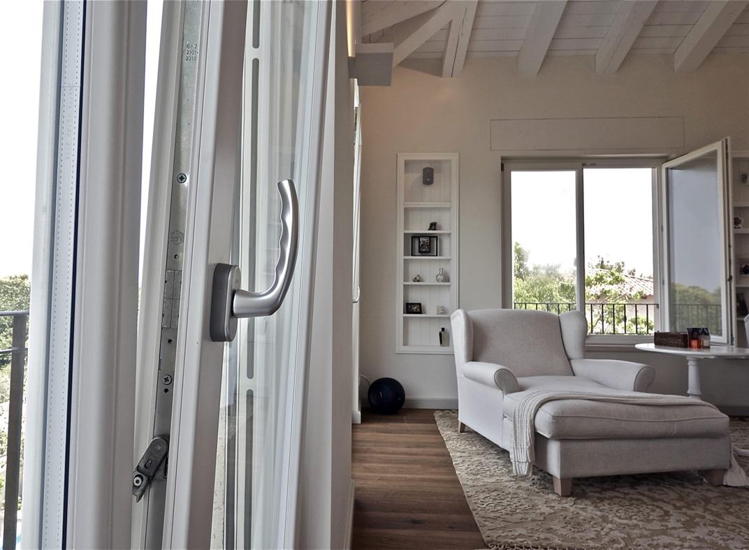 Serramenti in legno a brescia infissi legno brescia - Misure infissi finestre ...